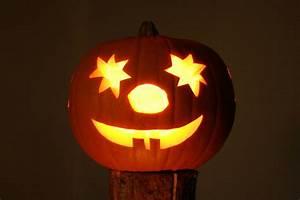Kürbis Schnitzen Ideen : so schnitzen sie k rbis fratzen zu halloween selbst b z ~ Lizthompson.info Haus und Dekorationen