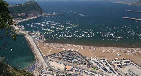 La Spiaggia Pubblica Di Bagnoli A Napoli Riapre Con Docce