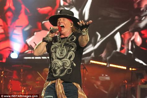 Guns N' Roses Mix Up Sydney And Melbourne During Concert