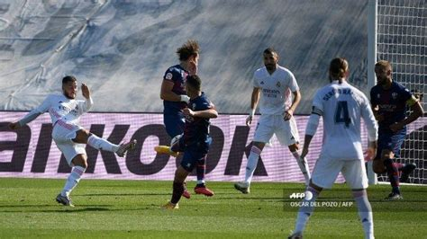 PREDIKSI Susunan Pemain Osasuna vs Real Madrid, Hazard ...