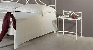 Nachttisch Weiß Metall : moderner nachttisch aus metall mit glasplatte arica ~ Markanthonyermac.com Haus und Dekorationen