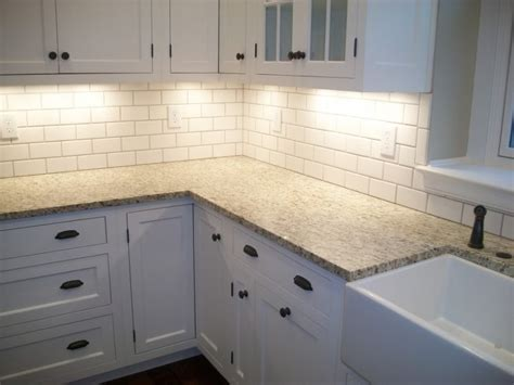 pictures of kitchen backsplashes with white cabinets backsplash ideas for white kitchen cabinets home