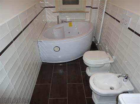 bagno con vasca ad angolo foto bagno con vasca angolare idromassaggio di