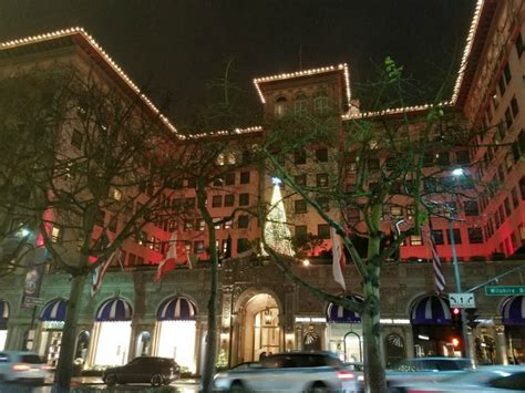 beverly hills holiday lights on rodeo drive and charity