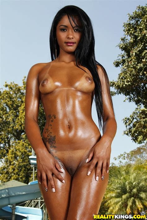 Black Girl Is Showing Her Shaved Pussy Milf Fox