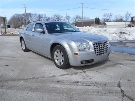 Chrysler Trucks Used by 25 Best Ideas About Chrysler 300 Touring On