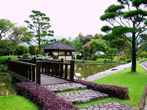 Tatanan bunga dengan banyak warna seperti pelangi indah sesuai namanya. Wisata Taman Bunga Nusantara Bogor yang wajib dikunjungi!!!