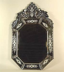 Miroir Vénitien Ancien : 1000 id es propos de miroirs v nitiens sur pinterest miroirs vintage chambres bleu marin ~ Preciouscoupons.com Idées de Décoration