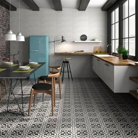 Black and white floor tiles   Patterned tiles   Direct