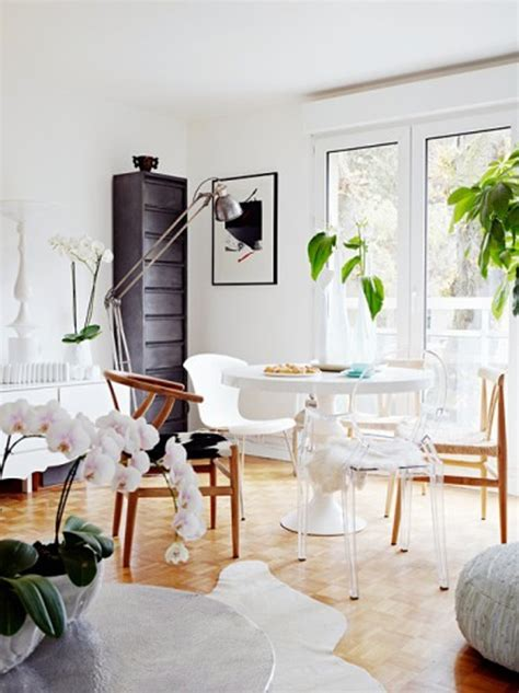Cheerful, Airy Small Room Video