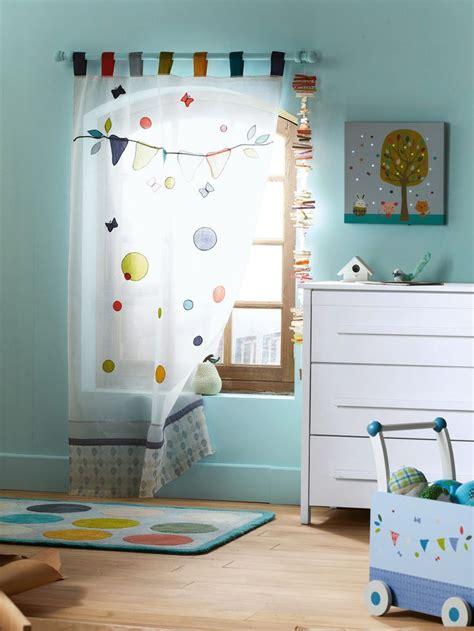 chambre à theme avec davaus rideau chambre bebe thème jungle avec des