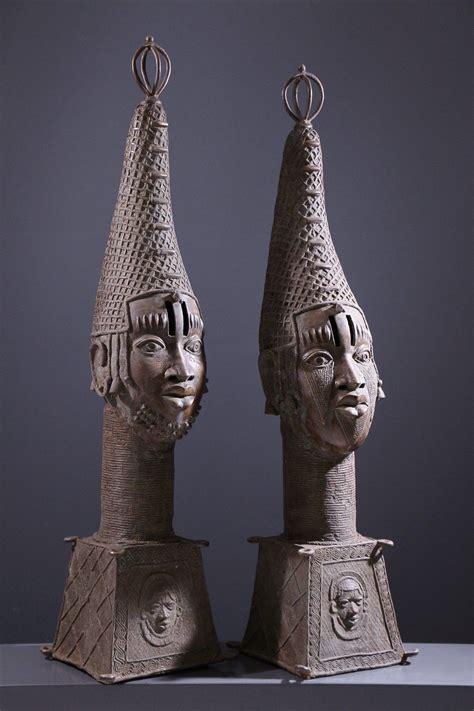 Paire de grandes têtes d'autel royal Benin Bini Edo | Art ...