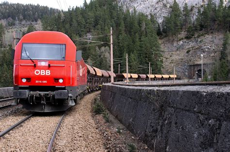 'driverless Trains Draw Young Talent To Railway Sector
