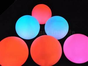Boule De Lumiere : boule de lumi re led une sph re de couleur lumineuse d co super insolite ~ Teatrodelosmanantiales.com Idées de Décoration