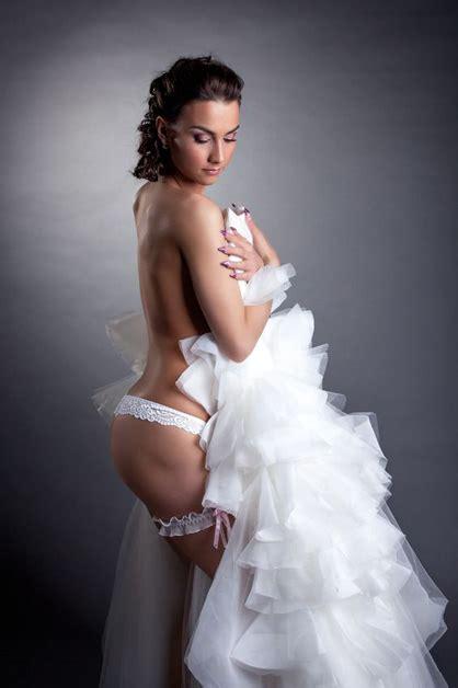 Hot Wedding Photography Trend Boudoir Photo Shoots Fizara