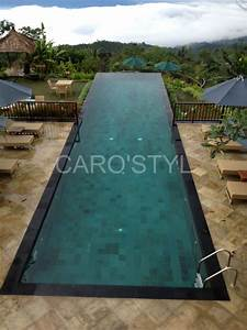 margelle de piscine en pierre de lave noire volcanique With margelle noire pour piscine