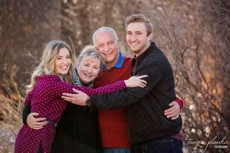 Warm Lethbridge Winter Family Photos [Shirley & Kevin]