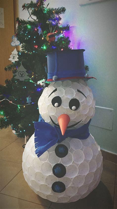 come fare pupazzo di neve con bicchieri di plastica tutorial pupazzo di neve con bicchieri di plastica
