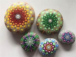 Steine Bemalen Die Wirkung Von Mandala Steinen Liebenswert