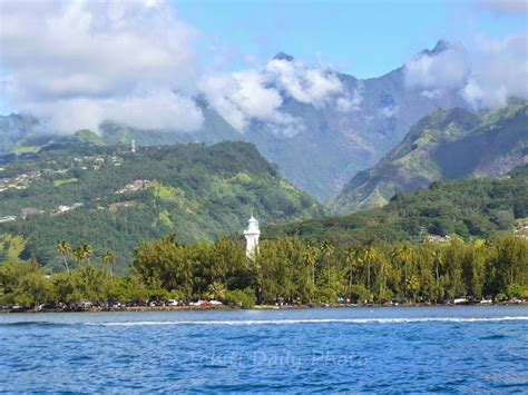 Tahiti Daily Photo: Venus Point and Orohena mount - La