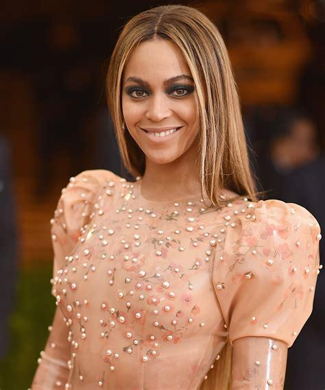 Beyonce Dark Lipstick   InStyle.com