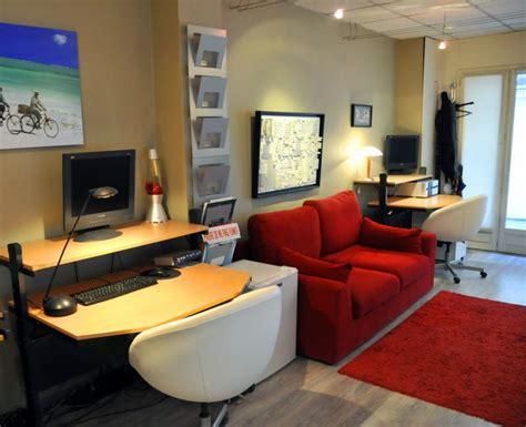 travailler dans un bureau 3 postes de travail dans un bureau open space cosy
