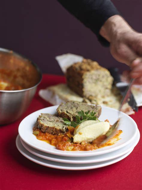 spécialité lyonnaise cuisine gâteau de foie de volaille à la lyonnaise une grande