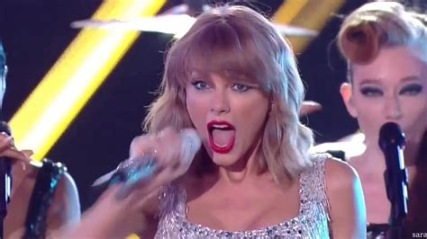 Taylor Swift - Shake it off LIVE - YouTube