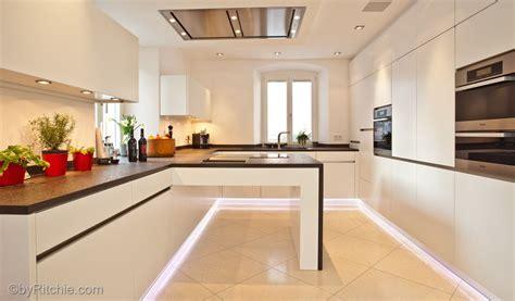 küchenunterschrank mit arbeitsplatte k 252 che mit erweiterter arbeitsplatte bauemotion de