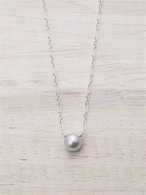 single freshwater pearl drop necklace lunessa