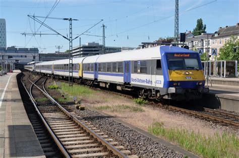 hamburg 03 06 2011 zug der nord ostseebahn nob nach westerland sylt im bahnhof altona