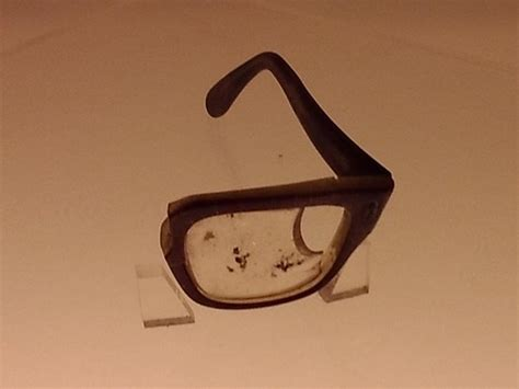 broken glasses  salvador allende picture