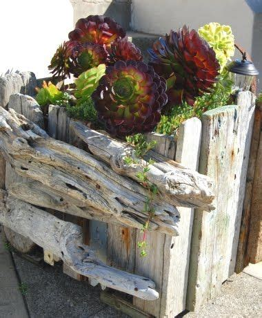 Recycled Drift Wood Garden Fence Planters Ideas