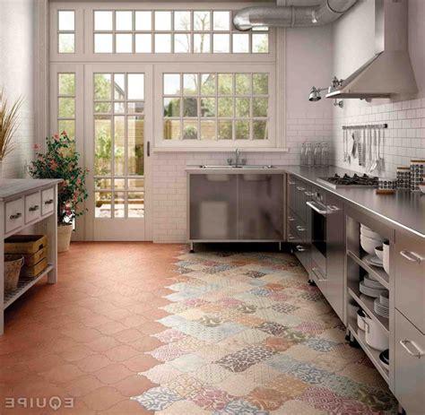 cuisine tomettes carrelage ancien trendy carrelage salle de bain carrelage en ligne faiences cuisine