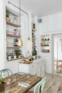 Kleine Küche Einrichten Tipps : kleine k che einrichten landhausk che mit viel stauraum ~ Michelbontemps.com Haus und Dekorationen