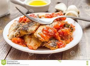 Filet De Sardine : fourchette au dessus des filets de sardine avec la sauce ~ Nature-et-papiers.com Idées de Décoration