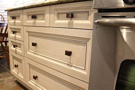 armoire de cuisine but chêtre un cachet antique et une atmosphère chaleureuse