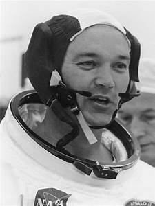 File:Michael Collins suiting up Apollo 11.jpg - Wikimedia ...