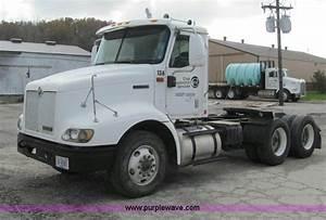 2000 International 9100i Semi Truck