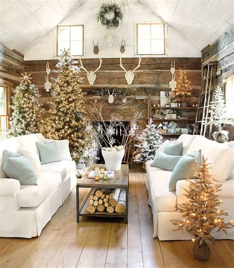 10 Lovely Christmas Living Rooms