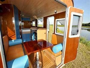 Small trailer campers interiors 6 person teardrop camper for Teardrop camper interior ideas