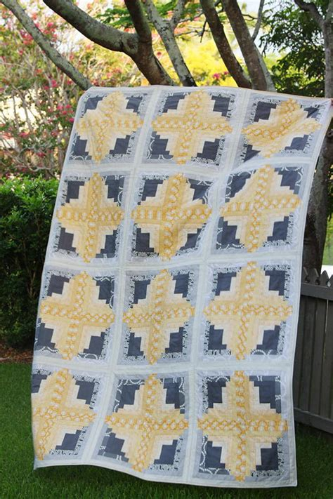 log cabin quilts log cabin quilt favequilts