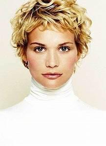 Cheveux Court Bouclé Femme : coupe de cheveux court ondul ~ Louise-bijoux.com Idées de Décoration