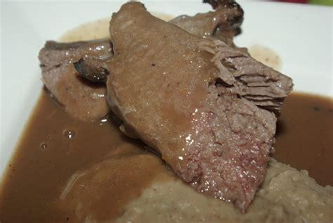 cuisiner une gigue de chevreuil gigue de chevreuil sauce au vin balade gourmande