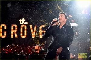 Seth MacFarlane Hosts & Performs At 'The Grove Christmas ...