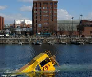 Duck Boat Tours Dc by Tourist Terror As Hibious Duck Bus Carrying 31 People