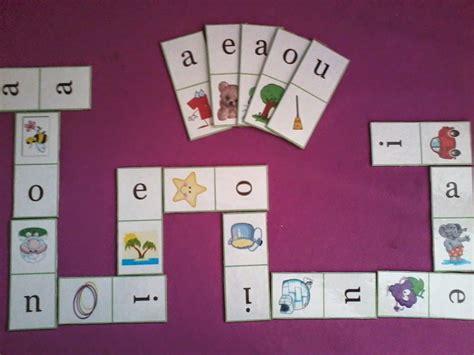 Consiste en seleccionar de un grupo de palabras las palabras llanas agudas y esdrújulas en este orden y hay 6 de cada tipo. DOMINO DE VOCALES   Actividades del alfabeto en preescolar, Actividades escolares, Lectura inicial