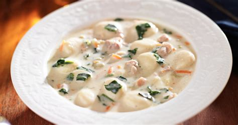 olive garden chicken and gnocchi soup get crocked cooker chicken gnocchi soup copycat