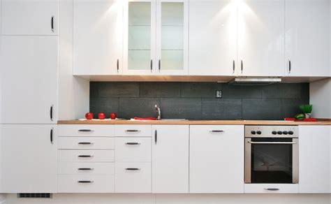changer porte armoire cuisine comment rénover sa cuisine sans sacrifier budget