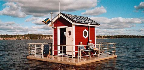 utter inn floating house   lake